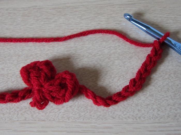 free crochet pattern, popcorn heart garland