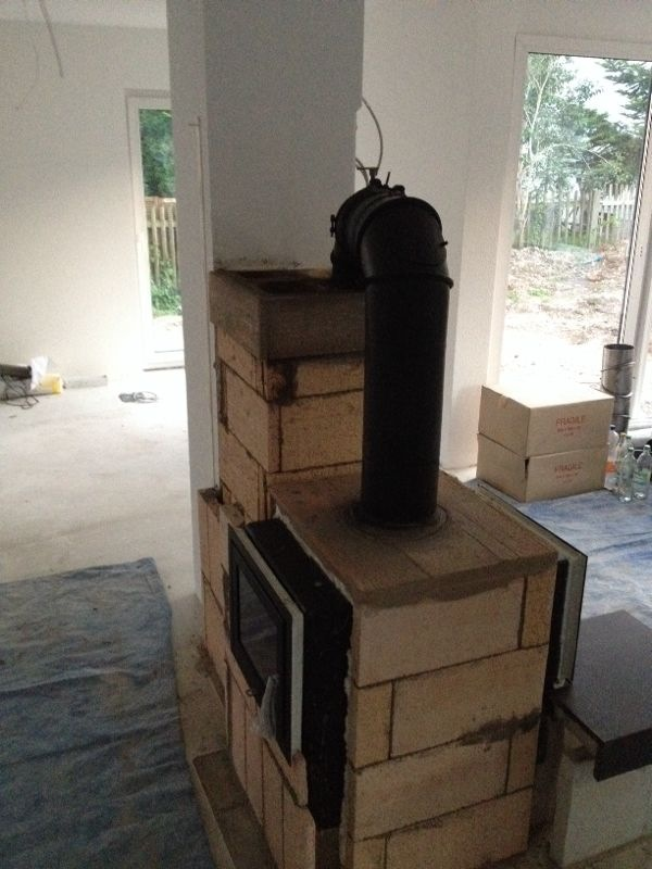 kamin wird gemauert b der werden gefliest. Black Bedroom Furniture Sets. Home Design Ideas