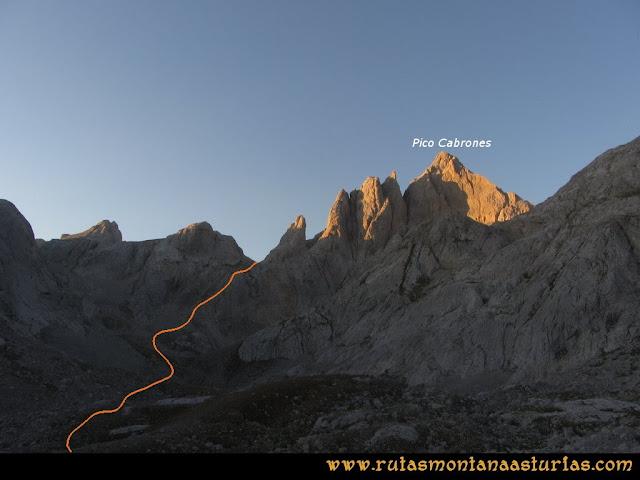 Ruta Cabrones, Torrecerredo, Dobresengos, Caín: Vista del Pico Cabrones