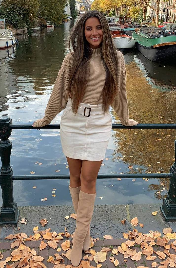 chic outfit / white skirt + beige sweater + nude high boots