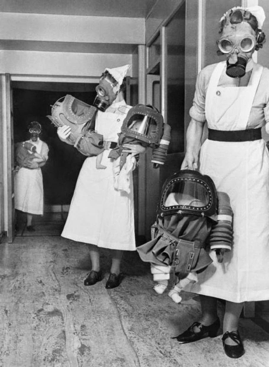 O To Ww Bing Com25 30: Gas Masks For Babies Tested At An English Hospital, 1940