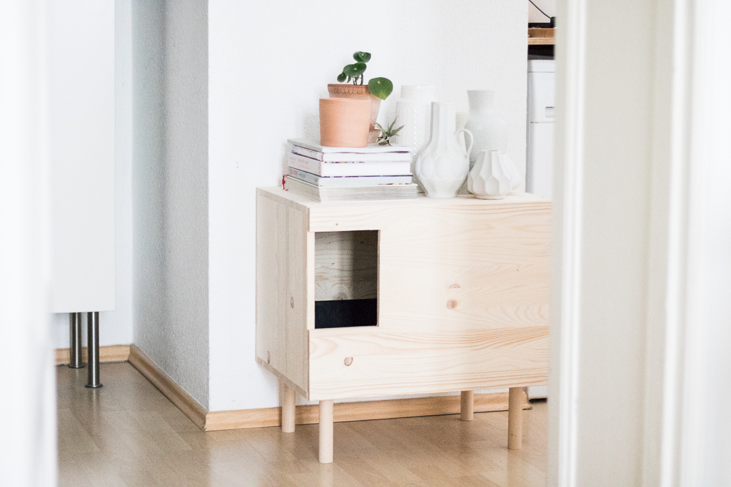 doitbutdoitnow katzenklo katzenklo ja das macht die katze froh katzenm bel selber bauen. Black Bedroom Furniture Sets. Home Design Ideas