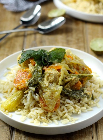 SLOW COOKER CHICKEN AND VEGGIE GREEN CURRY