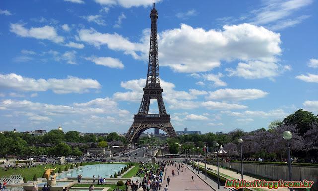 A Torre Eiffel é um dos principais símbolos e atrações turísticas da França e Paris
