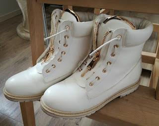 białe timberki, buty dla ciężarnej