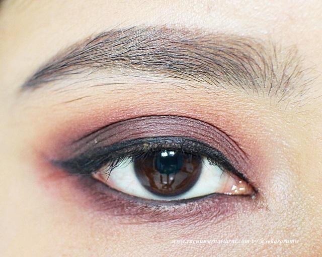 Finishing Dengan Eyeliner