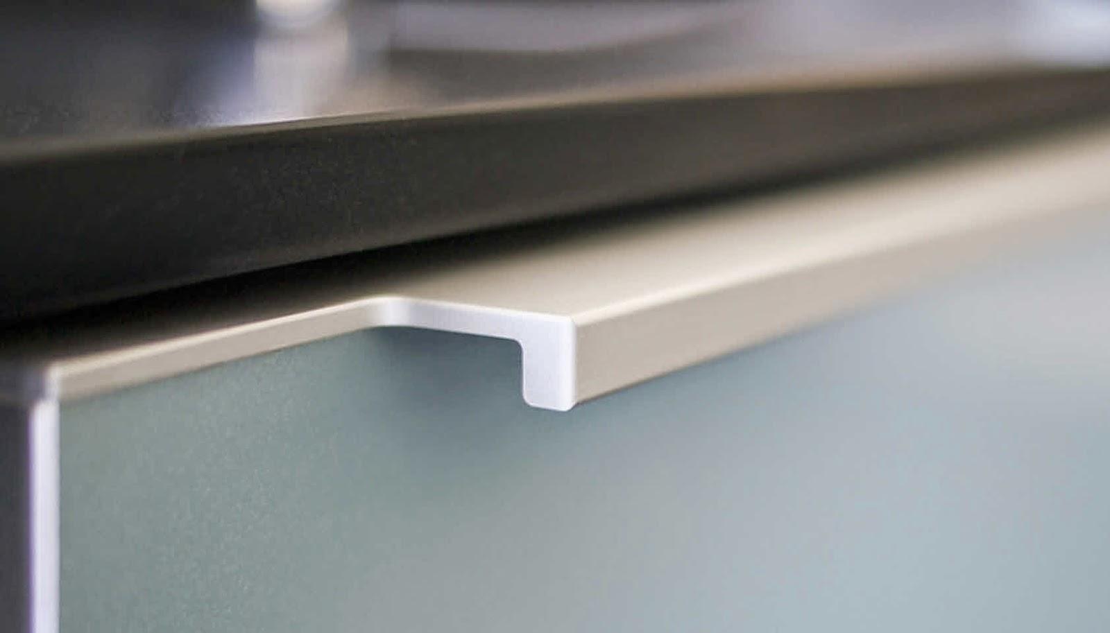 Tiradores de cocina peque os y necesarios accesorios - Tiradores puertas de cocina ...