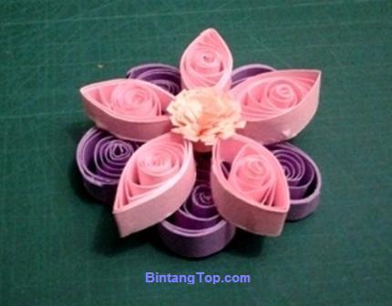 membuat bunga ganda dari menggulung kertas