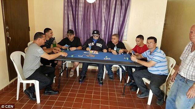 mayat yang sedang bermain judi poker-1