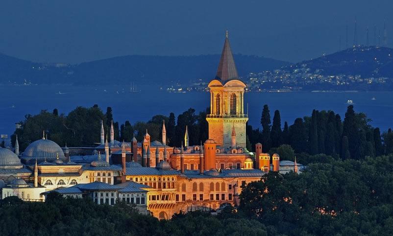 Anocheciendo en el Palacio Topkapi de Estambul