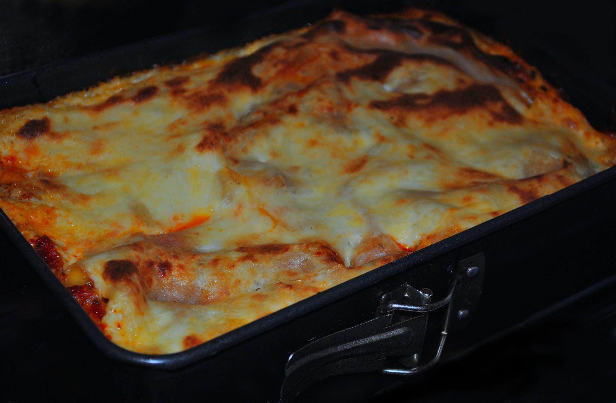 Domowa Lasagne z sosem bolońskim i beszamelem, przepis
