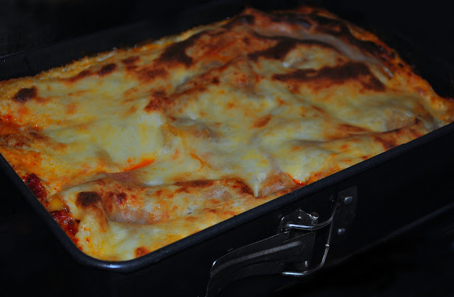Domowa Lasagne z sosem bolońskim i beszamelem