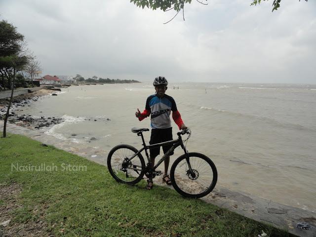 Sepanjang Pantai Teluk Awur, Jepara
