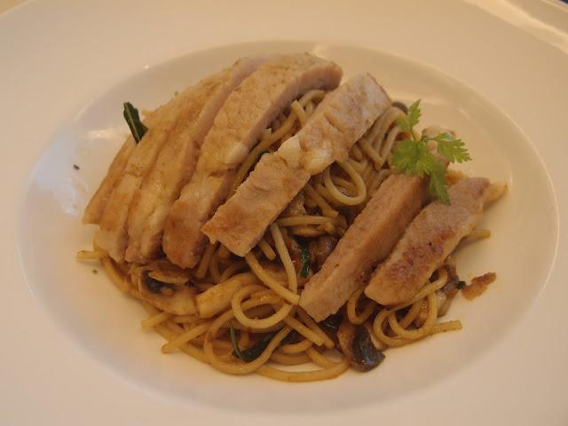 Wok fried laksa with Kurobuta pork
