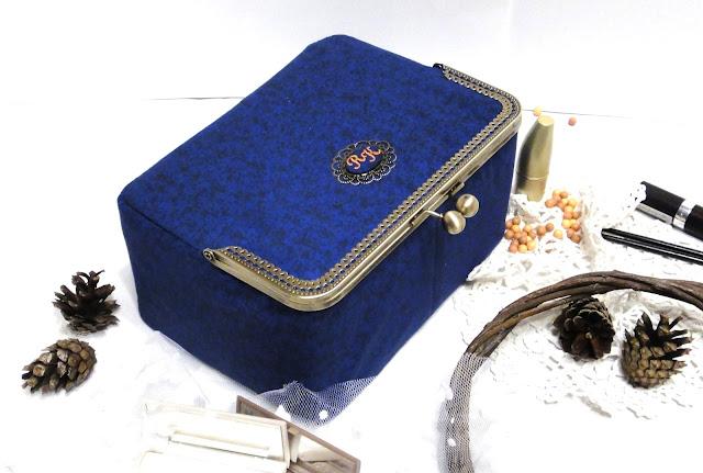 Подарок на юбилей женщине, персональный подарок ручной работы - настольная косметичка, дорожная косметика. Будуарная косметичка