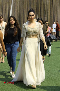 Actress Karishma Kapoor Walks For Arpita Mehta at LFW Summer 2017  0014.jpg