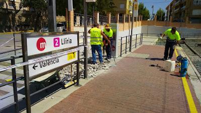 FGV ha iniciado la instalación de plataformas de acceso a los trenes para personas de movilidad reducida en 12 estaciones