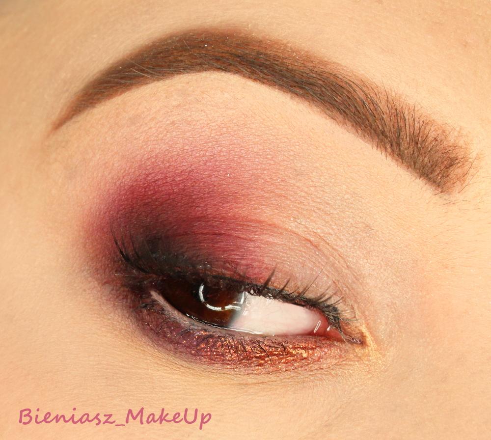 Burgundowe oko z HUDA BEAUTY