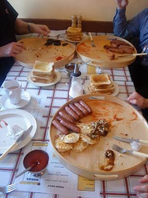 Desayuno con morcilla huevos y leche - 2 7