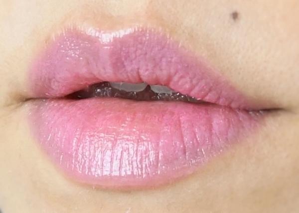 L'Oreal Shine Lipstick Glazed Pink swatch