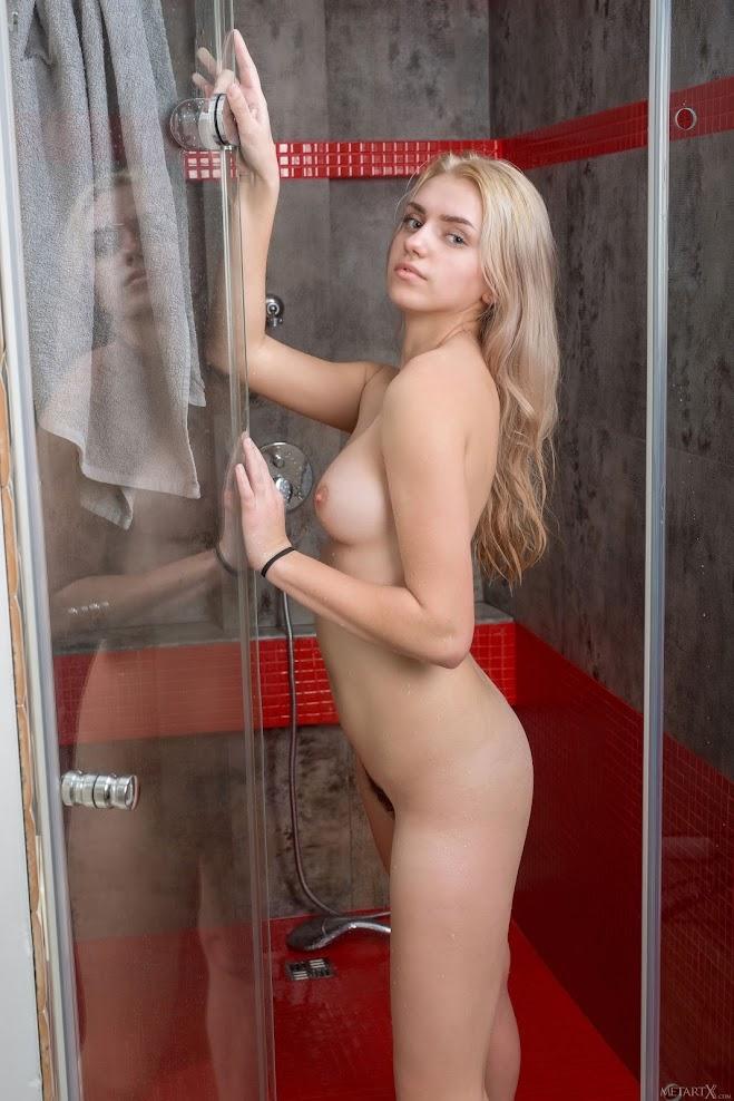 0tuoq45guzp2 title2:MetArtX Susann My Shower