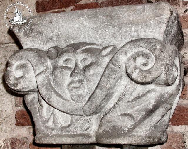 AGEN () - Musée des Beaux Arts : Chapiteaux romans du cloître Saint-Caprais