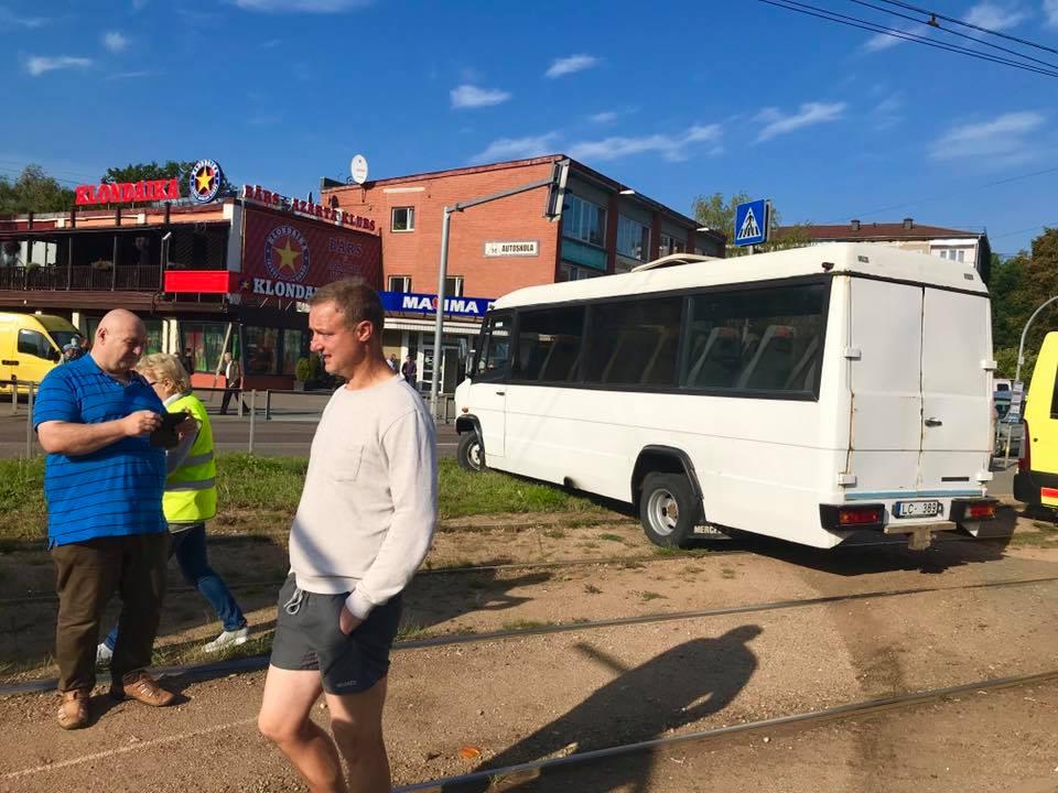 Pasažieru autobusa avārijā Rīgā cieta 2 cilvēki