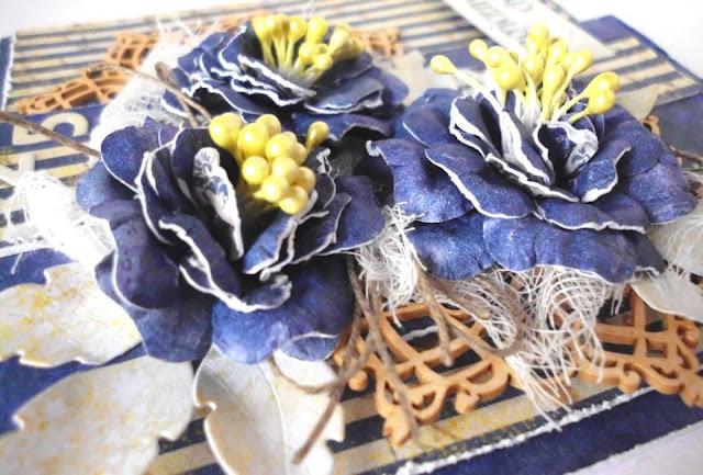 kartka ozdobiona ręcznie robionymi kwiatami