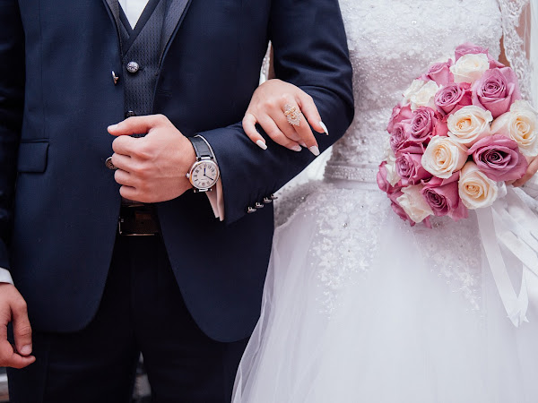 Getting Married? Five Clever Tips To Keep Costs Down!