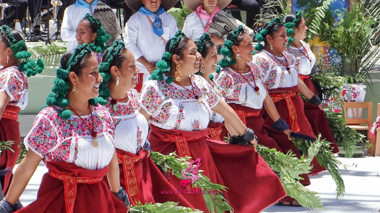 Resultado de imagen para festividades guelaguetza puerto escondido