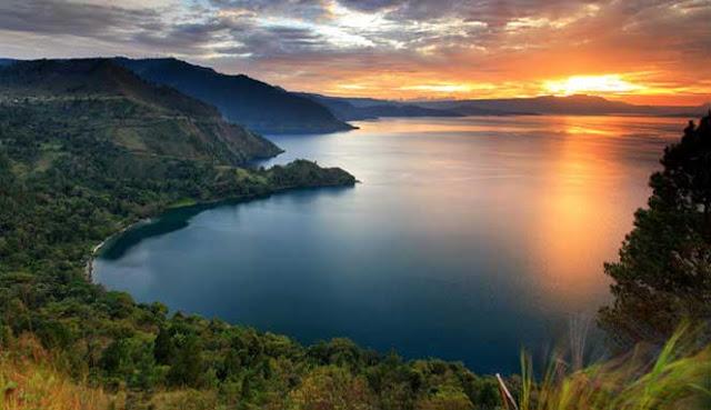 tempat menakjubkan di Indonesia yang tersebar di lebih dari  7 DESTINASI TERATAS DI INDONESIA