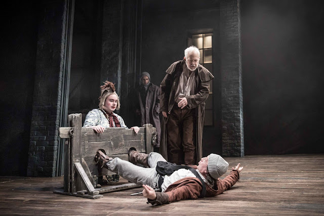 king lear s downfall King lear has ruled for many years as age overtakes him, he divides his kingdom amongst his children misjudging their loyalty, he soon finds himself stripped of all the trappings of state, wealth and power that had defined him.