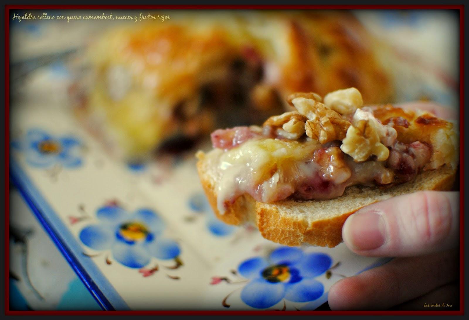 Hojaldre relleno con queso camembert  nueces y frutos rojos  tererecetas 05