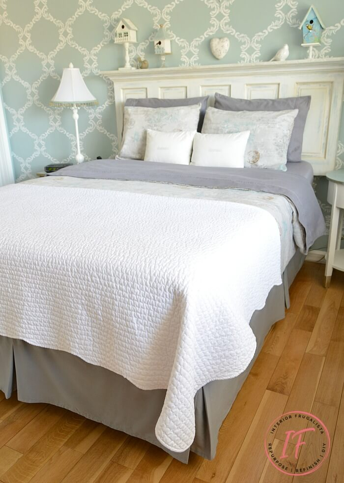 A no-sew tailored bed skirt for adjustable reclining beds by modifying a standard bed skirt in under 30 minutes AND it's easy to remove for the wash!