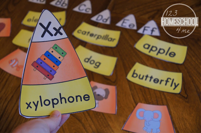 FREE - Candy Corn Phonics Puzzles! These are such a fun way for preschool, kindergarten, and 1st grade kids to practice their alphabet and letter sounds! SO CUTE!