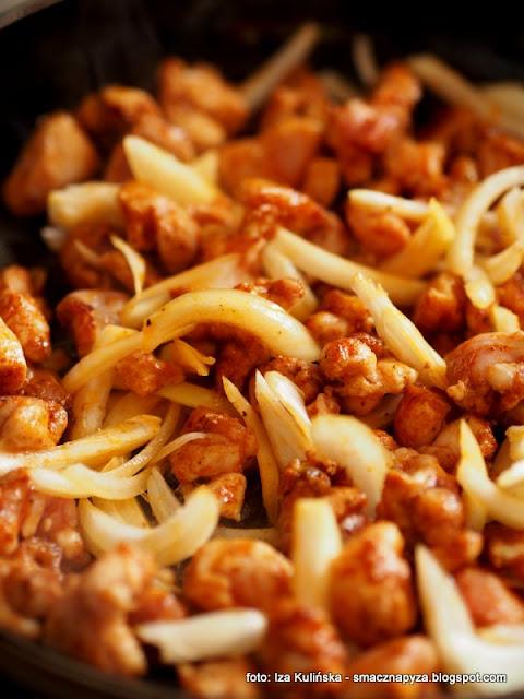 filety z udek, mieso kurczaka, zapiekanka ryzowa z kurczakiem i warzywami, kurcze, obiad, bialko, chude mieso