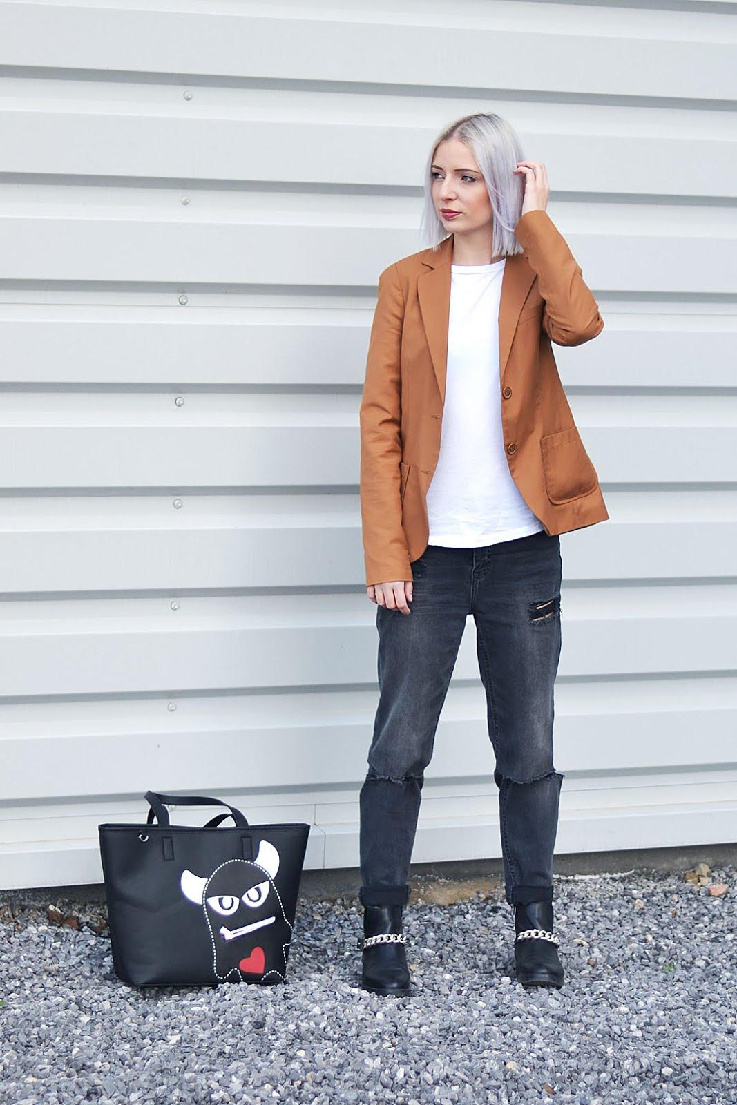 ootd, camel blazer, bershka, white baseball top, asos, h&m, ripped jeans, zara, chain boots, monster bag, esprit, belgian fashion blogger, belgische mode blogger