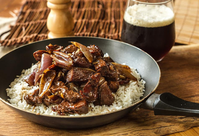 Χοιρινή Τηγανιά με μαύρη μπύρα και ρύζι