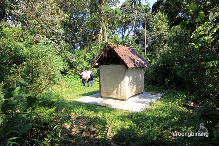 makam raja buding belitung timur