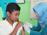 Pukesmas Paiton Laksanakan Imunisasi Difteri Tahap 2 di MTsN 1 Probolinggo