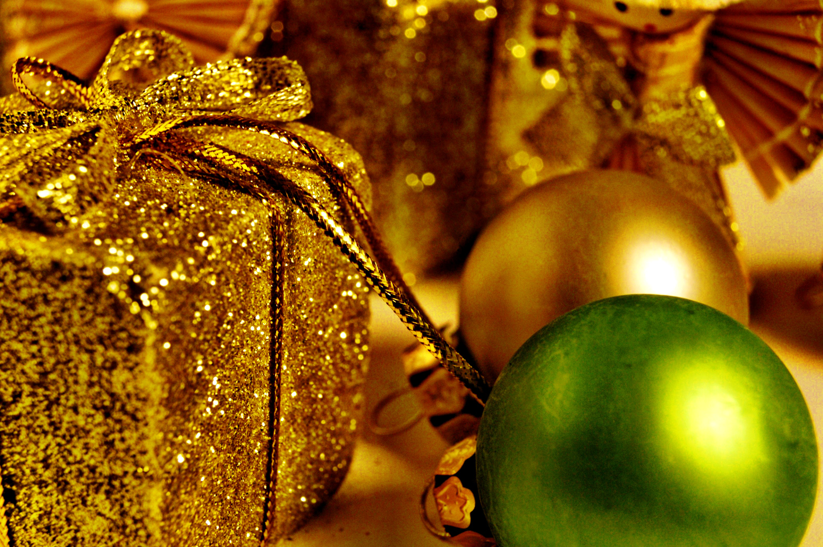 Christmas Decoration Ornaments HD Wallpapers