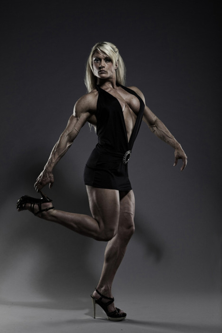 Lisa cross models her muscular chest arms and legs in a - Lisa cross fbb ...