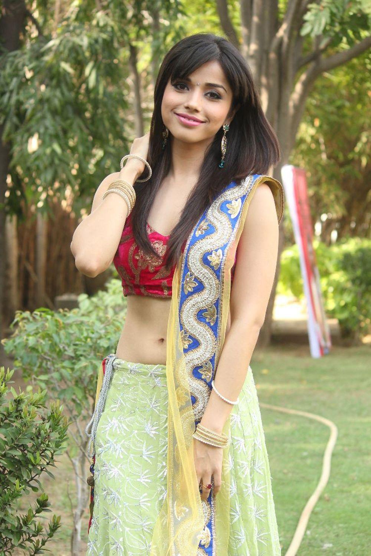 Aparna bajpai latest hot pics
