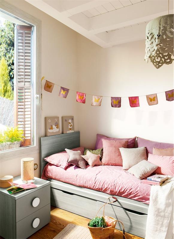 dormitorio infantil decorado en rosa empolvado
