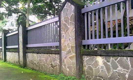 Foto Desain Pagar Batu Alam Sederhana