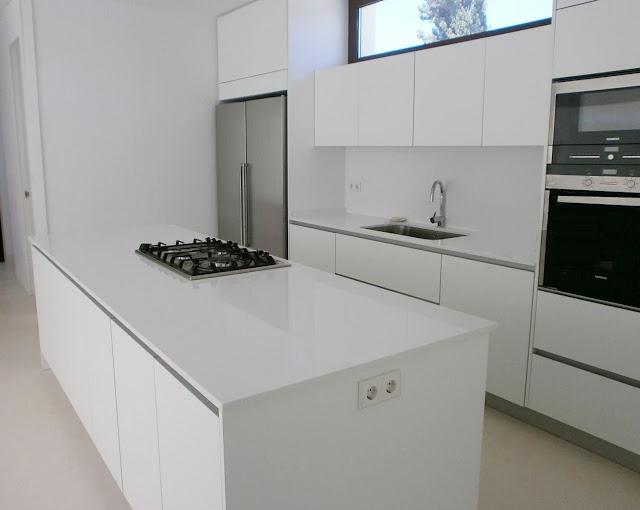 Muebles de cocina sin tiradores una decisi n personal for Cocinas modernas blancas con peninsula