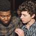 """Homenageando Manchester, Shawn Mendes e Khalid cantam uma ode à juventude em """"Youth"""""""
