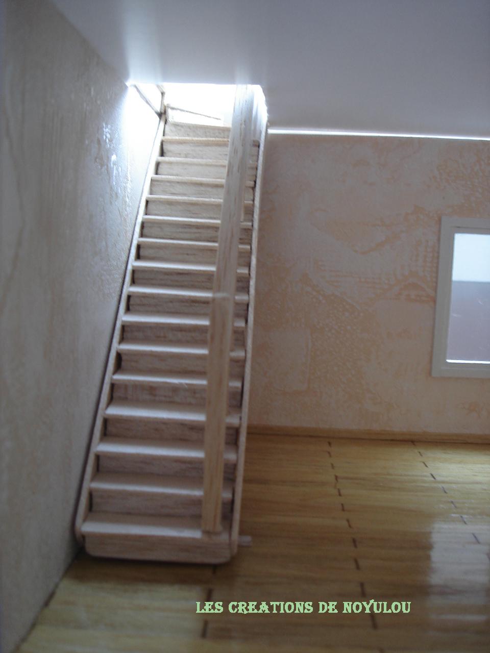 les creations de noyulou ses playmobils ont enfin leur maison escalier rdc. Black Bedroom Furniture Sets. Home Design Ideas