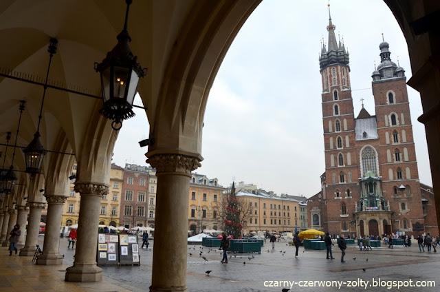 Krakowski rynek zimą zdumiewa spokojem. Zapraszamy lubiących ciut niższe temperatury. ;)