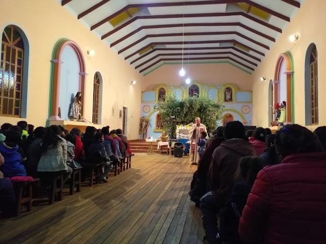 Am Karfreitag in der Kirche von San Antonio de Esmoruco